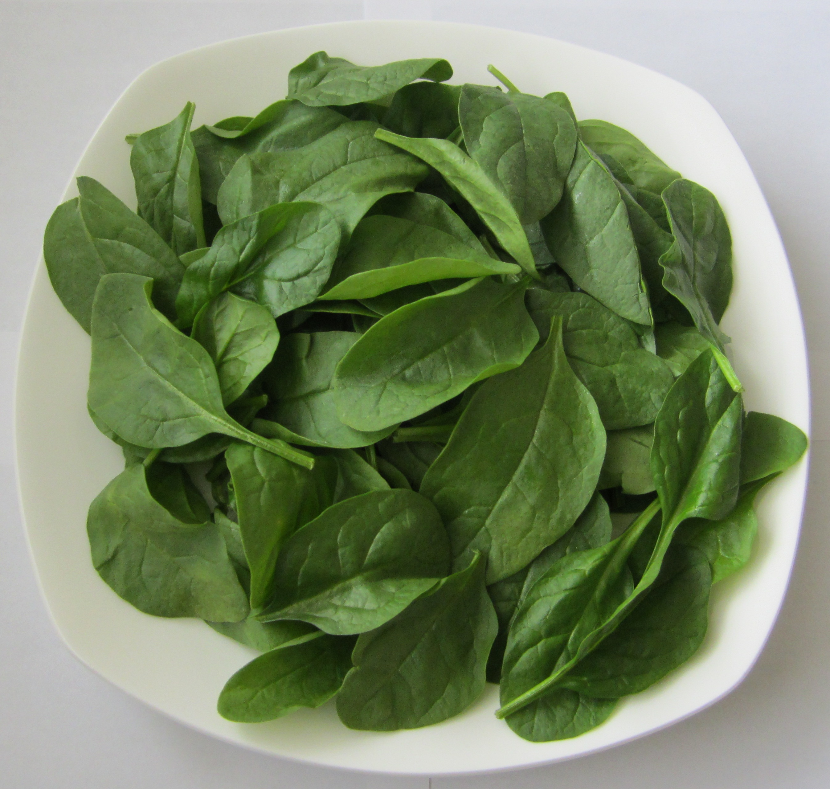 Here are some key benefits of drinking fresh spinach juice: